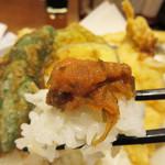 博多天ぷら たかお - 白ご飯もツヤツヤで美味しいです。卓上の昆布辛子明太子は食べ放題。