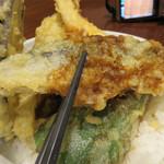 博多天ぷら たかお - 鰯は脂が乗っていて、柔らかくトロッとしてました。