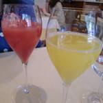 52506061 - ミモザとブラッドオレンジジュース