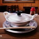 ことり - 鍋焼きうどん 520円 レトロなアルミ鍋で。