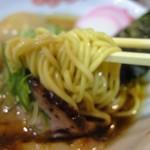 52507671 - 中太麺は低加水で歯ごたえあり表面がツルツルの喉越しが良いです。