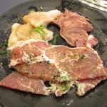 すたみな太郎NEXT - 牛ホルモンの塩ニンニク焼き・豚タン・豚肩ロース