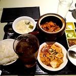 52508216 - 【食べログワンコインランチ】豚バラ肉特製タレ壷煮+豆腐煮込+ドリンク