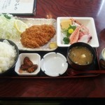 俵屋 - とんかつ・刺身定食(\999)