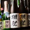 約40種の日本酒と20種以上のワインを常備しております。