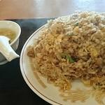 蓬莱閣 - マウンテン焼き飯はまんべんなく炒めれれて旨い