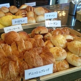 【月〜日のランチタイム】自家製パン食べ放題♪