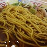 52518420 - 麺は、低加水の中太ストレートでつるっとして柔らかくもモチモチとした食感