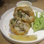 ヒガシノマグロ - 中を開けると牡蠣がたっぷり。いつもの牡蠣フライよりも、クリーミーさとジューシー感がすごぶるアップしています。