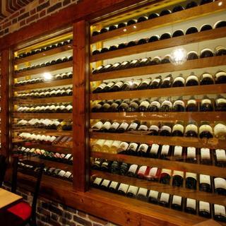 圧巻!フランス産ワインのみ160種1000本以上常備のセラー