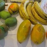 Kakaako Farmers Market - 購入した果物類