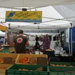 Kakaako Farmers Market - トマトとピザのお店(ファーマーズマーケットの様子)