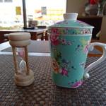 飲茶趣々 - ドリンク写真:当店の茶葉は、低温でじっくり焙煎しているため、    1煎目の蒸らしに3分ほどかかります。