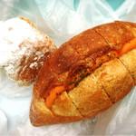 コネルベーカリー - 明太子の旨いヤツとパン屋のシュークリームのヤツ!