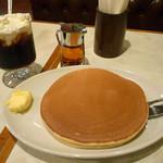 珈琲家 - ホットケーキ1枚とアイスウィンナー