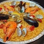ビバ パエリア - 料理写真:たっぷり魚貝のシーフードパエリア(2,571円)