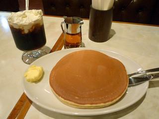 珈琲家 東上野店 - ホットケーキ1枚とアイスウィンナー