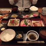 52544876 - 兄弟セットと兄弟御膳、この画面ではサクサクの天ぷら盛り合わせが入りませんでした。