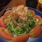 銀座ライオン 安具楽 - トマトとじゃこのカリカリサラダ
