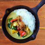 野菜を食べるカレーcamp - ごろごろ夏野菜のタイ風グリーンカレー