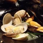 居酒屋 NIJYU-MARU - ムール貝と浅利の白ワイン蒸し