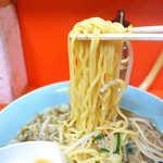 どさん娘 紅谷町店 - スープは甘辛く、個人的には胡麻油の風味を感じた。独特だがハマる味だと思う