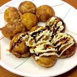 たこやき やまちゃん2号店 - ベスト(素焼き)、とヤングB(醤油+マヨ)。いずれも美味しい。