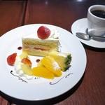 Cafe neige  - 苺のショートケーキ、ブレンド