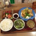 酒嚢飯袋 - 鮪・鱒・蛸刺身と鯖フライ定食1,000円