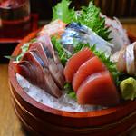 なだ飯家 - 函館湾直送の鮮魚を盛り込んだお造り盛り合わせ
