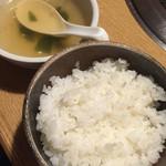 焼肉 赤牛 - ランチセットのライスとスープ
