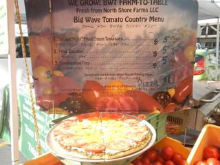 Kakaako Farmers Market - トマトやズッキーニのフライとピザのメニュー