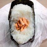 GOKU OMUSUBI - 紅鮭かぶりつき.JPG