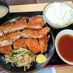 たかべん食堂 - 同僚のチキンかつ定食、500円