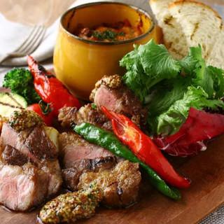 イベリコ豚・牛肉ステーキなどお肉料理も楽しめます。