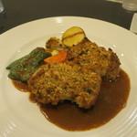 ビストロ ボングー - 鶏もも肉の香草パン粉焼きアップ