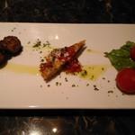 Magunoria - (ランチ)前菜3品(鶏団子のビネガーソース、ポテトのガレッド、トマトのマリネ。             だったかな? w)