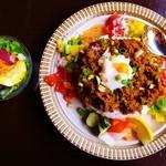 キーマカレーとチャイ なるせ堂 - 6月平日限定の「パプリカとみょうがのエスニック風キーマ」。