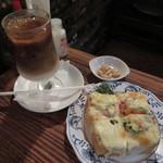 さぼうる - ピザトースト(中)、アイスカフェオーレ
