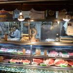 愛知屋 - 愛される、立石駅前の名物肉屋です。