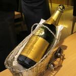 4 Seasons LDK - ロイヤル パーク ブラン ド ブラン ヴーヴアンバル ブルゴーニュ(栃木県大谷町天然地下蔵熟成ワイン)