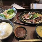 泰元食堂 - 暫く待つと注文した焼肉定食930円の出来上がりです。