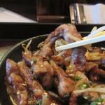 泰元食堂 - 添えられたこれも泰元自慢の焼肉のタレに絡ませ玉葱やもやしと一緒に食べればご飯が進む事間違いありません。