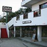 CAFE J-FACTORY - 30号線北から来るとこんな感じに見えます