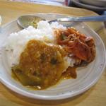 52591782 - ご飯と漬物とカレー。
