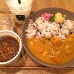 スープストックトーキョー - スリランカ風カシューナッツのホッダ+無花果チャツネのキーマ  マンゴーとピンクペッパーのラッシー