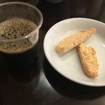 52596307 - 食後にコーヒーとトスカーナのお菓子まで付いてます。