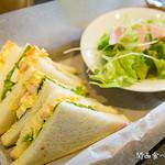 倉式珈琲店 - 海老玉子サンド