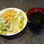 尹 MASA - 「ビーフシチューオムライス」サラダとわかめスープ