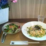 キッチン トモエ - タラコスパゲティとサラダ
